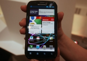 Motorola Photon 4G and Triumph: Hands-on impressions